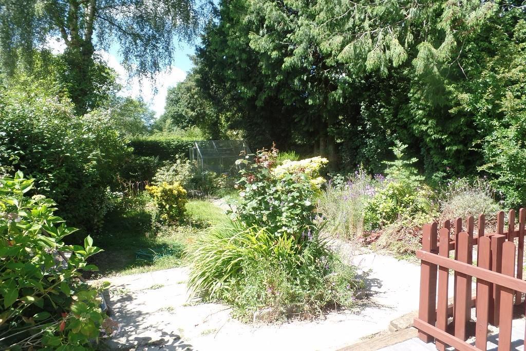 Garden / side Drive