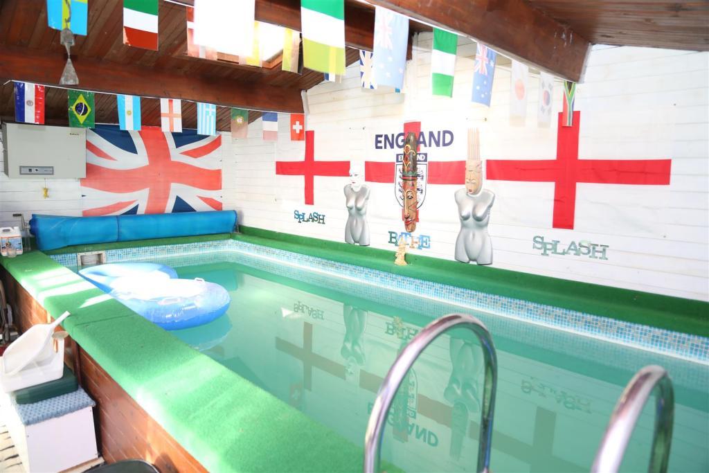 Pool House / Bar