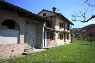 2 bed Detached home for sale in Bossolasco, Cuneo...