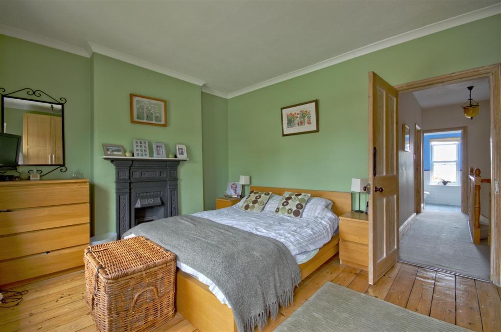Bedroom 1 2.jpg