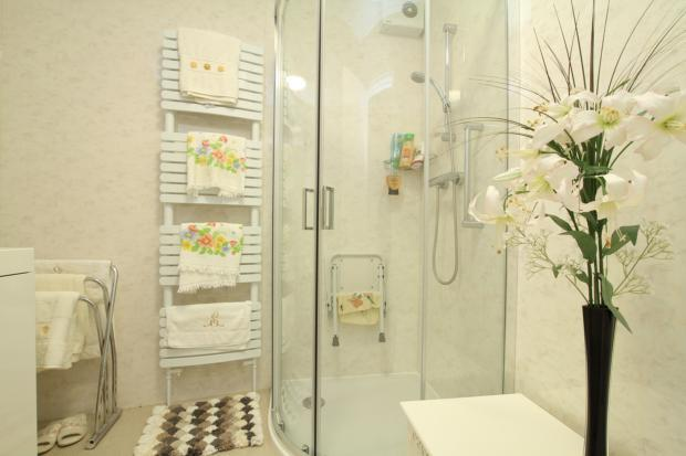 Stockwood Chase Shower Room