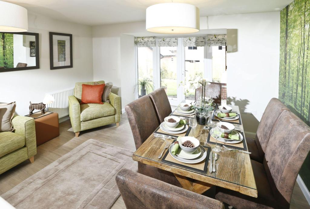 Typical Rochester family and dining area