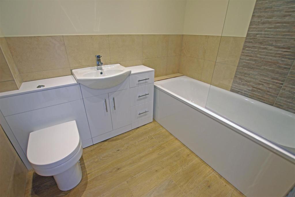 bflat4 bathroom.jpg