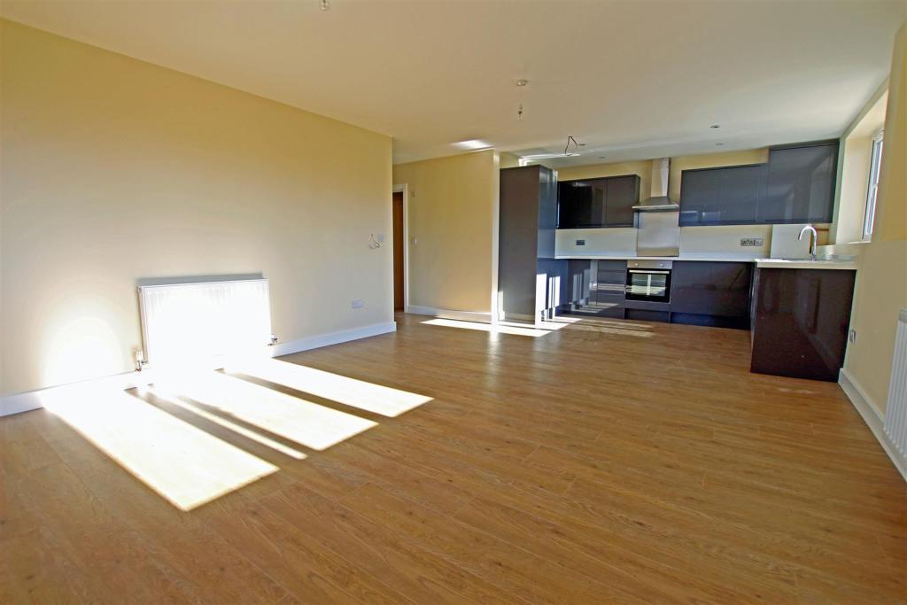 flat4 mainroom.jpg