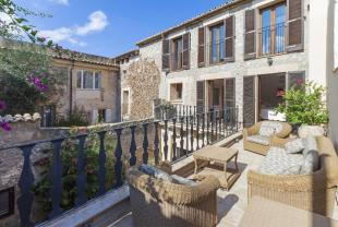 5 bedroom Town House in Balearic Islands...