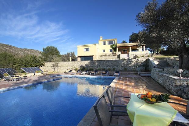 villa and pool (2)