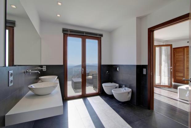 En Suite Bathroom in