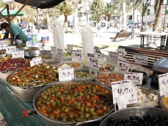 market_pol_olives