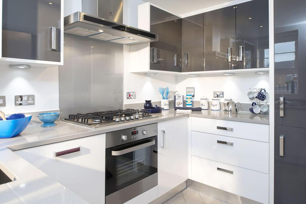 3 bedroom semi detached house for sale in flansham lane for Kitchen ideas 3 bed semi