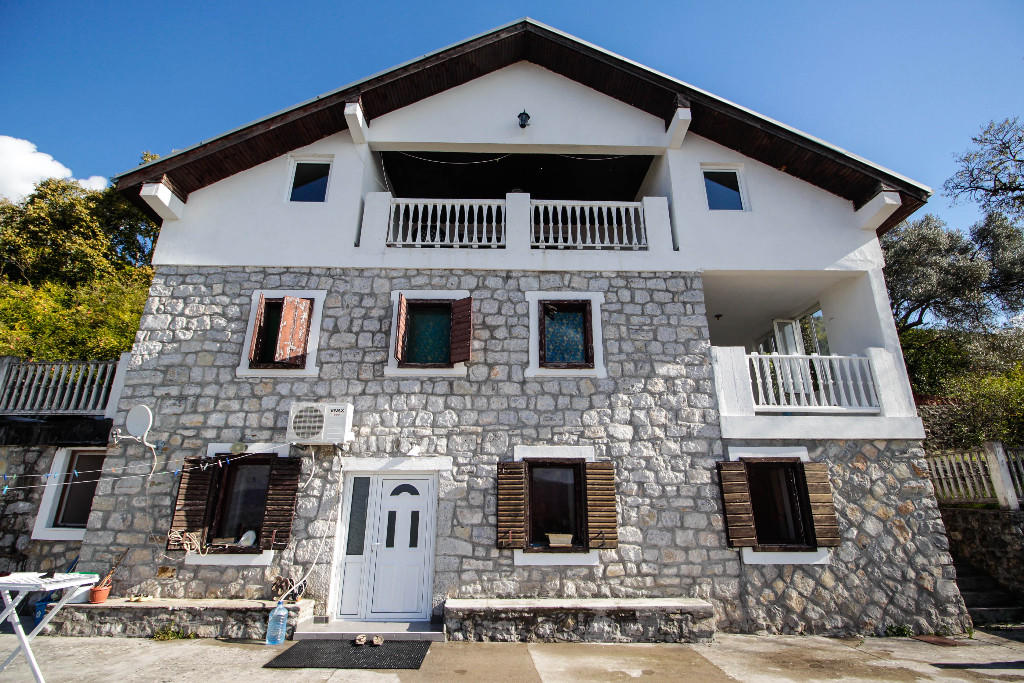 9 bedroom Detached house for sale in Tivat