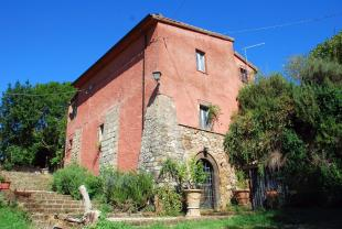 6 bed Country House for sale in Civitella d`Agliano...