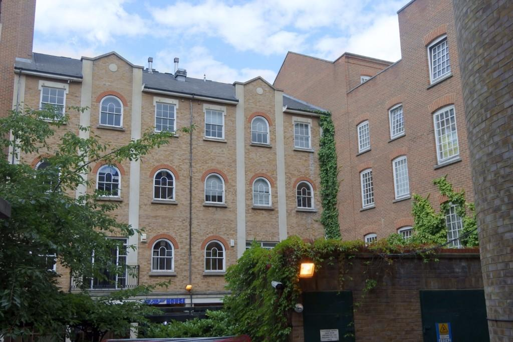 property to rent in Bath Place, London, EC2A