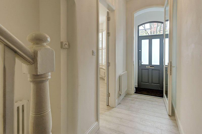 Entrance Hall : Nw2