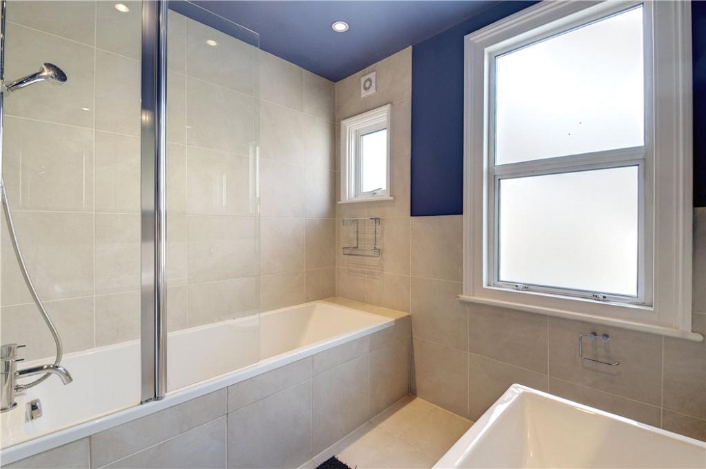 Bathroom1:Queenspark
