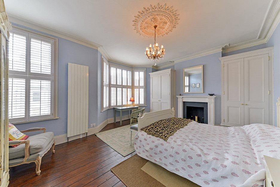 Bedroom: Nw6
