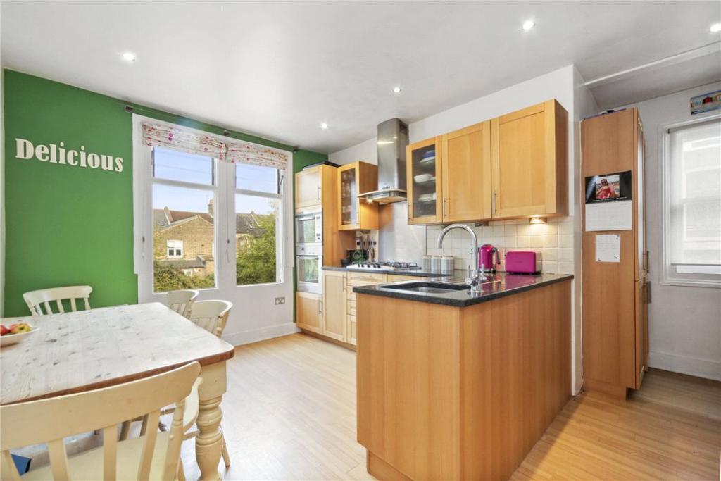 Kitchen: Nw10