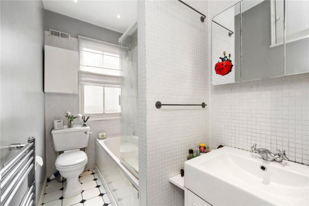 Bathroom: Nw10