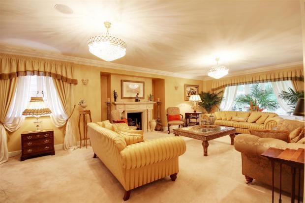 large lounge.jpg