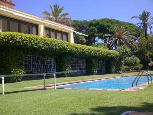 10 bedroom home in San Andres De Llavaneras...