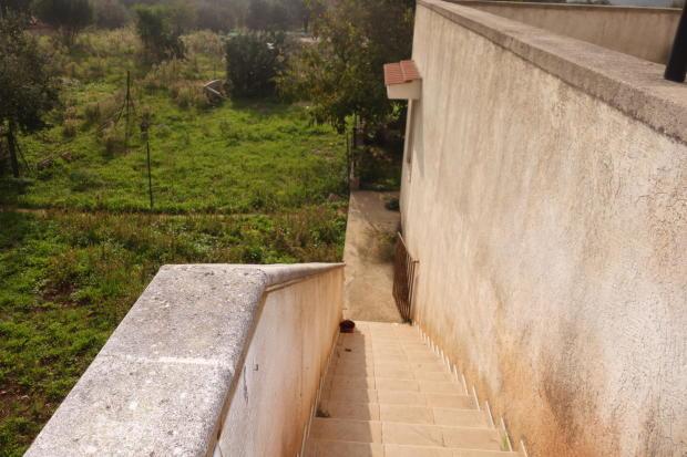 Stairs to ground flo