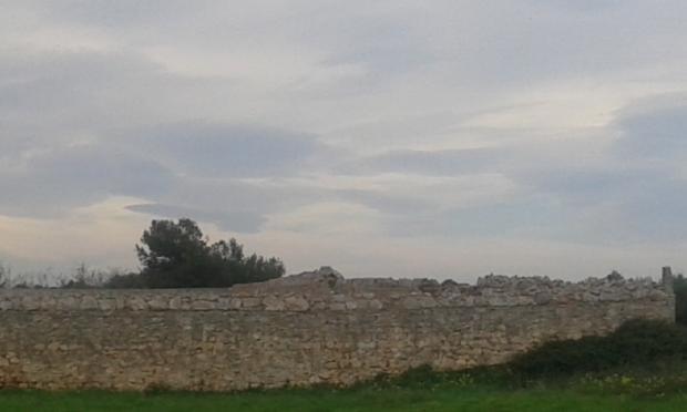 3 m high walls