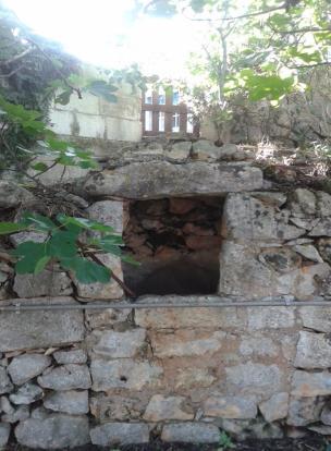 Stone wall niche