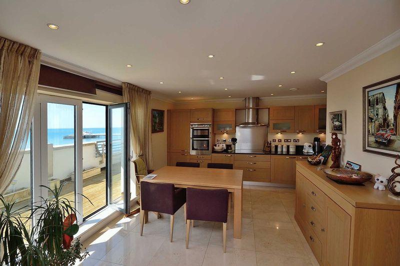 Kitchen / Views