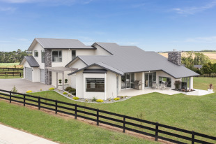 5 bedroom new house in Auckland...