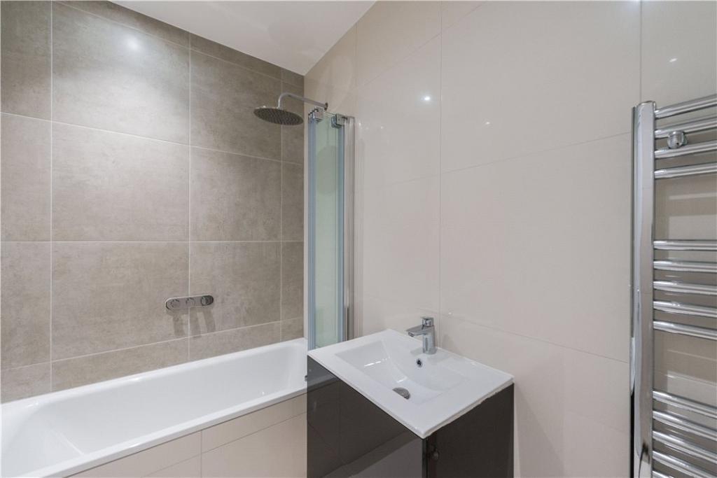 Nw3: Bathroom