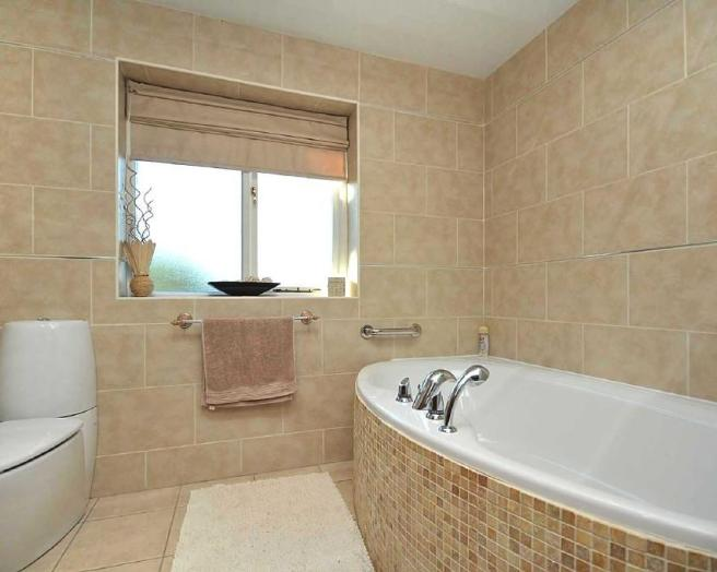 Bathroom tiles bathroom design ideas photos inspiration rightmove home ideas - Best blind for bathroom ...