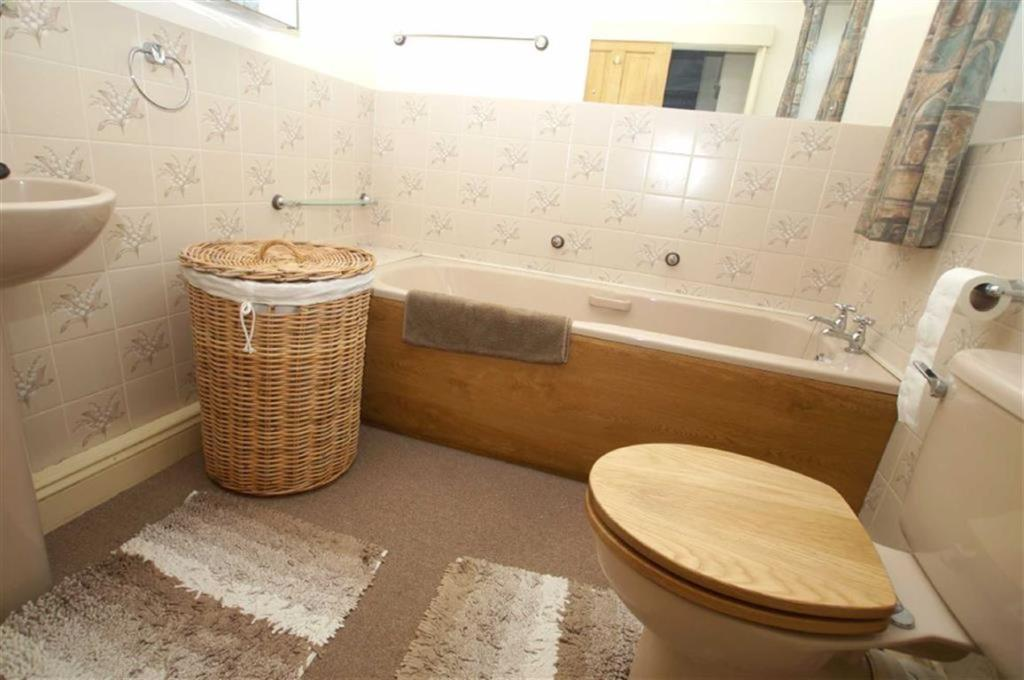 En-Suite Bathroom an