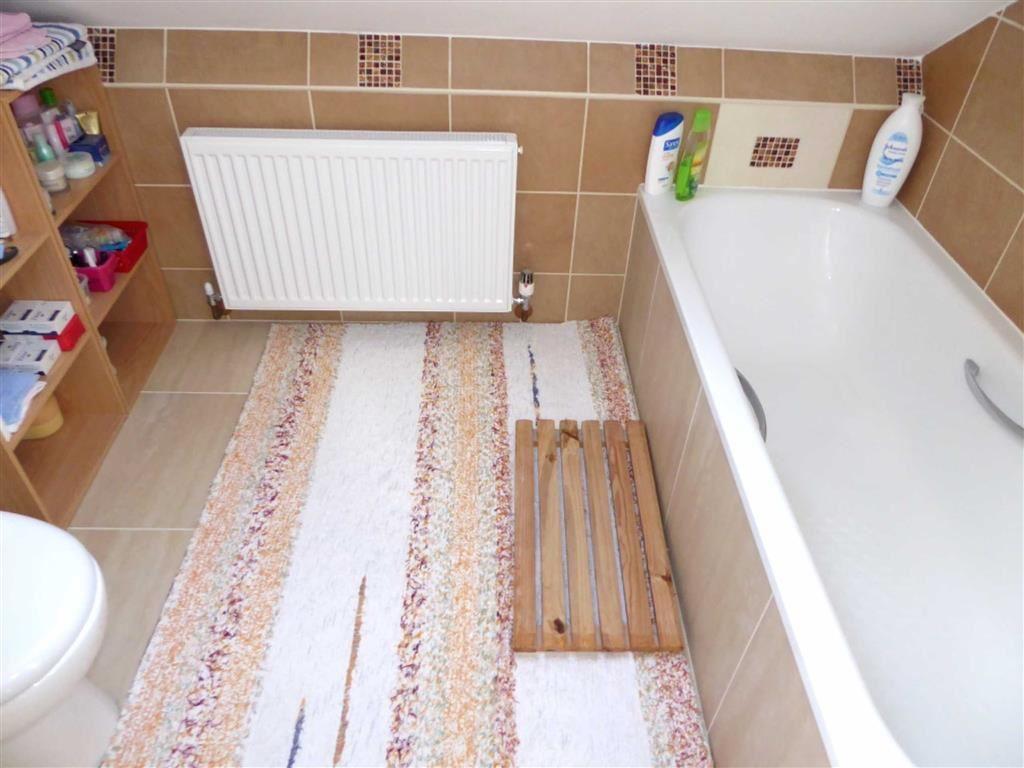 En-Suite Bathroom &