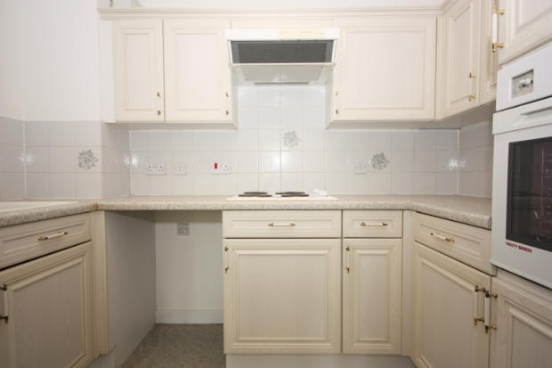 2 bedroom ground floor flat for sale in anchorage way for Anchorage kitchen cabinets