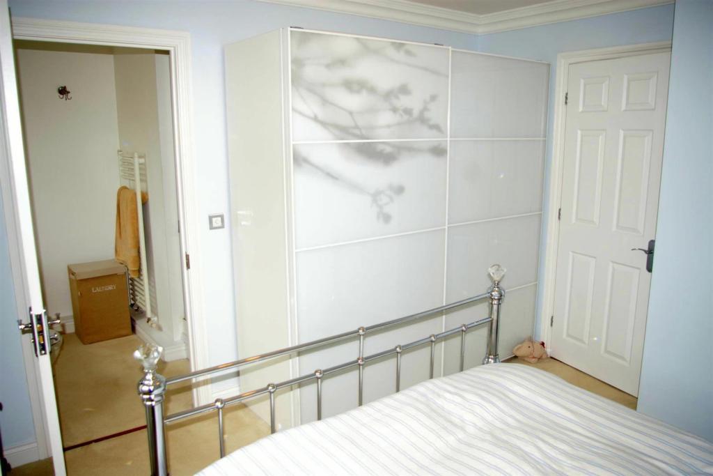 bedroom1alt.JPG