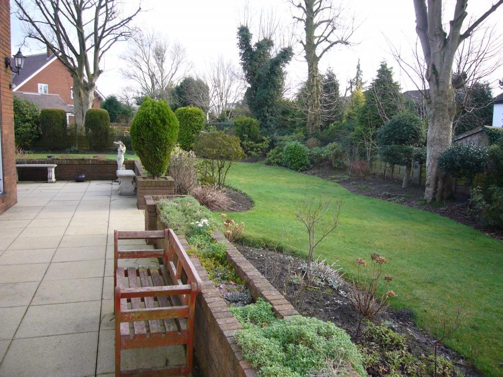 photo of garden and patio raised border