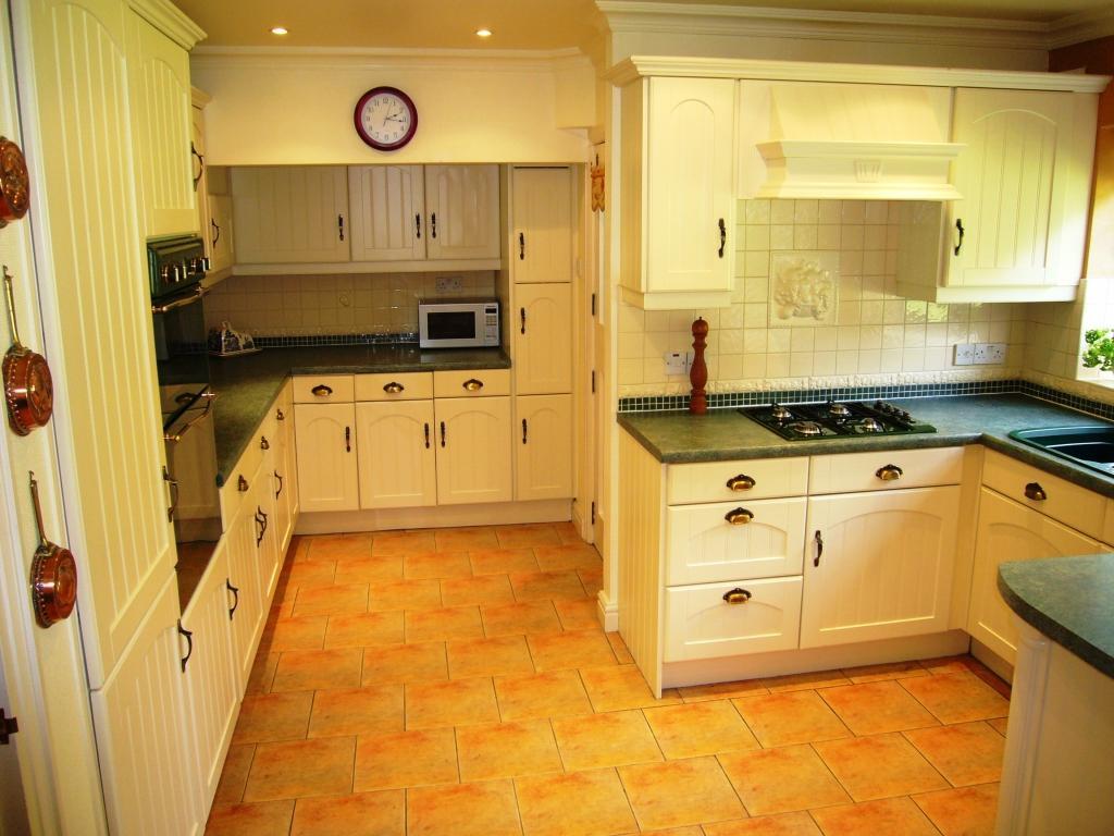 Yellow kitchen design ideas photos inspiration Orange and yellow kitchen ideas