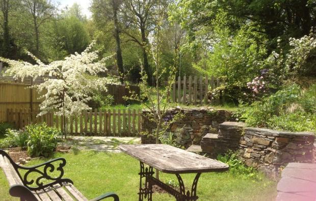 Spring garden at ...