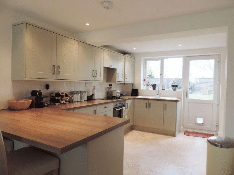 4 bedroom detached house for sale in wanborough sn4 for Kitchen ideas uk howdens