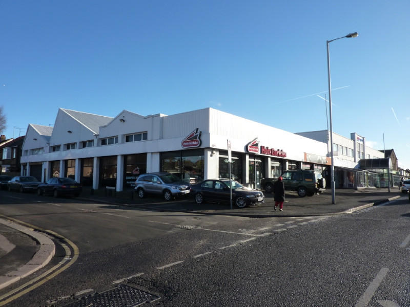 Substantial main road retail showroom