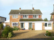 4 bedroom Detached house in Tring Road, Dunstable