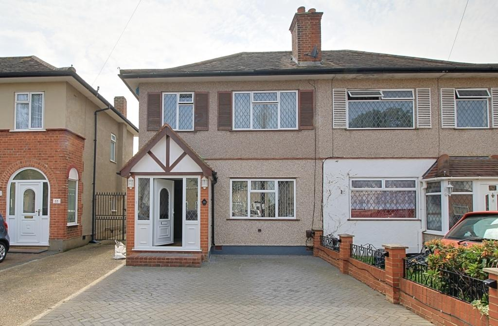 bedroom semi detached house for sale in grosvenor avenue hayes ub4