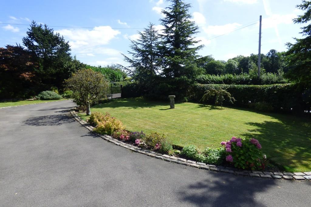 Front Garden, Hol...