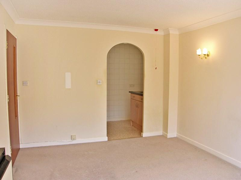 Lounge/Archway...