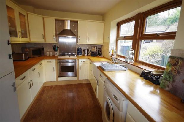 SPACIOUS, WELL APPOINTED DINING KITCHEN