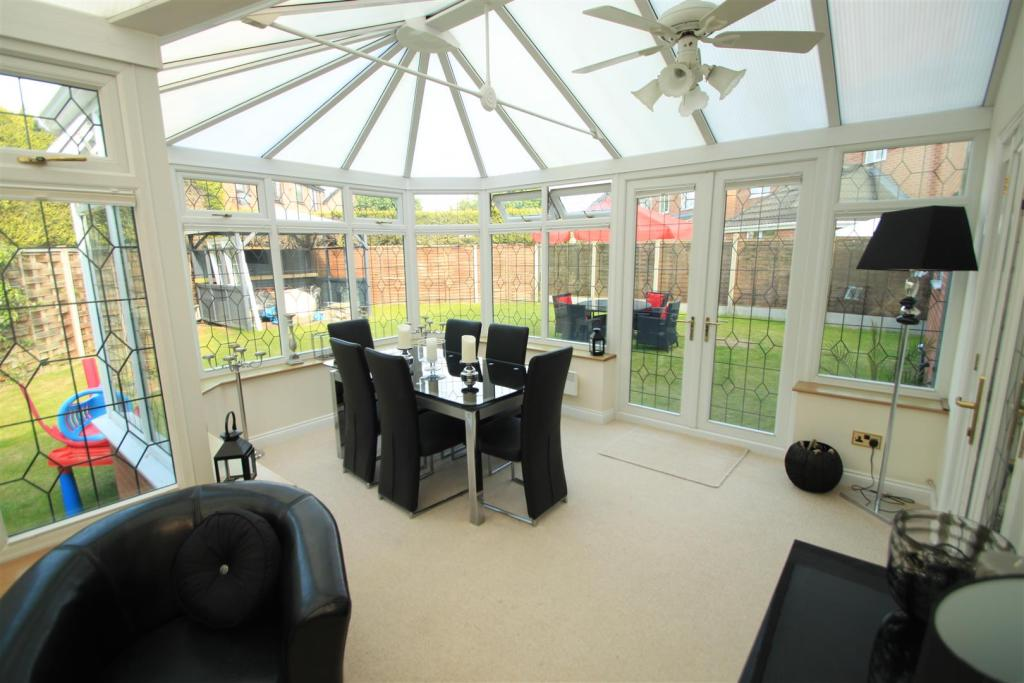 Large Conservatory a