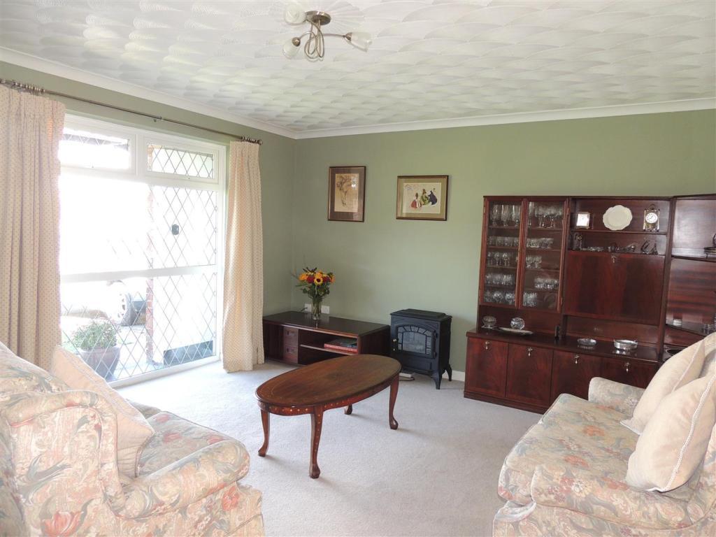 Lounge Area: