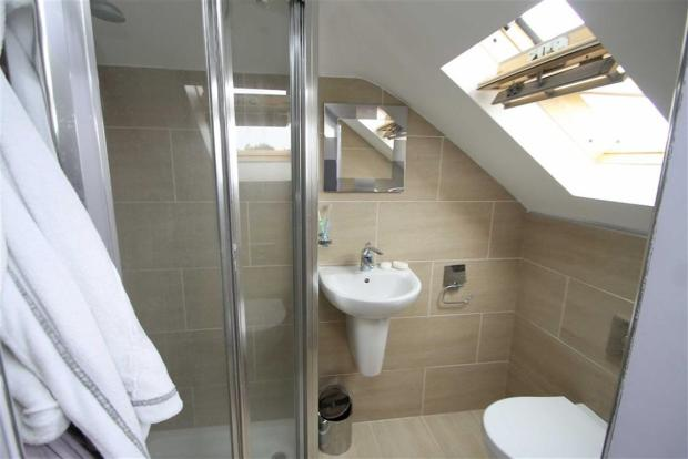 EN-SUITE SHOWER (2)