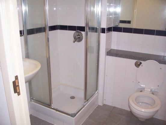 48 Pioneer Bathroom.