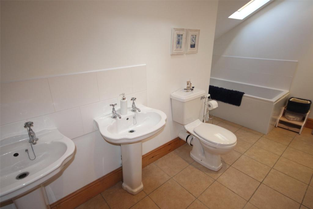 Family Bathroom 1