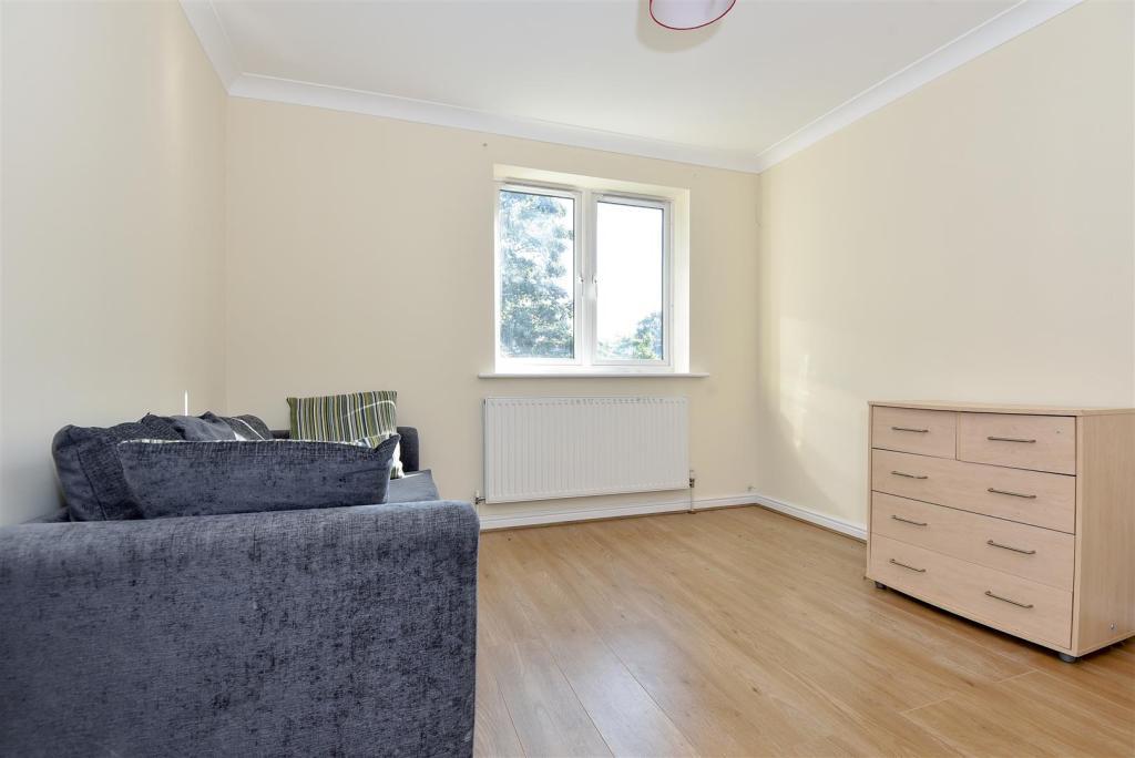 9 Lexcon - Bedroom1.